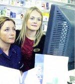 dwie kobiety przed komputerem