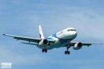lecący samolot pasażerski